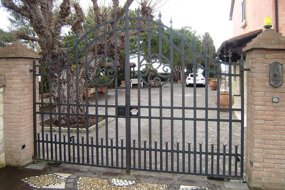 Cancello per villa a montenero