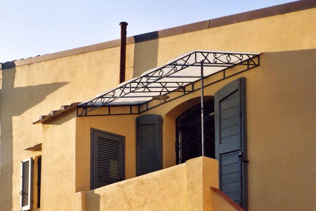 Realizzazione tettoie in ferro battuto a livorno for Tettoie in ferro prezzi e offerte